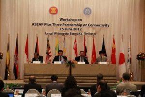 国際会議Panelist。左から2人め。